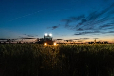 Tractor_night_400px